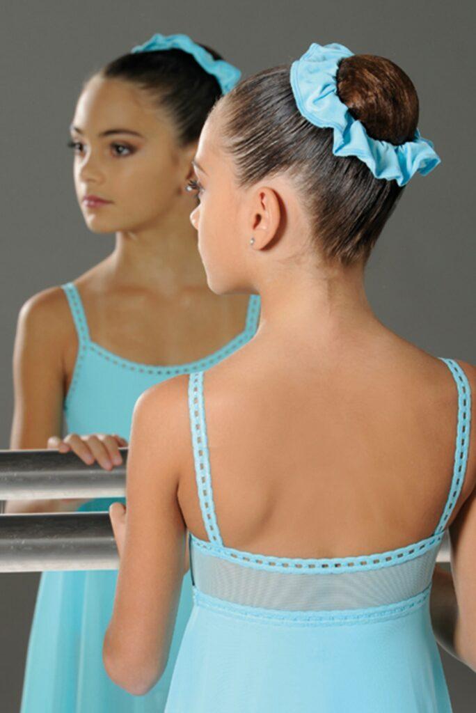 ballet knot met scrunchie wear moi